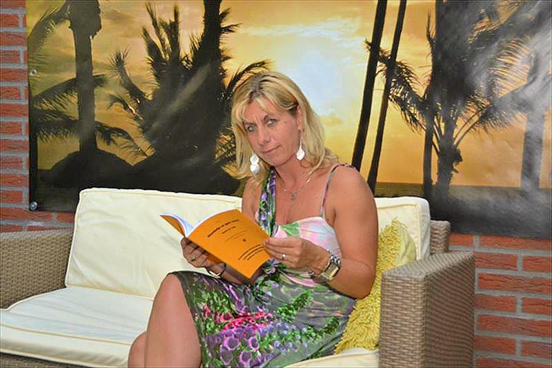 Karin de Laat, auteur van Bloedwijn en Gele Rozen.